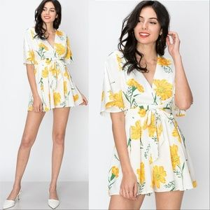 Romper Floral White and Yellow